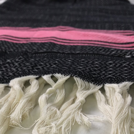 Pinky: turkish towel with discreet pocket is perfect as a beach towel