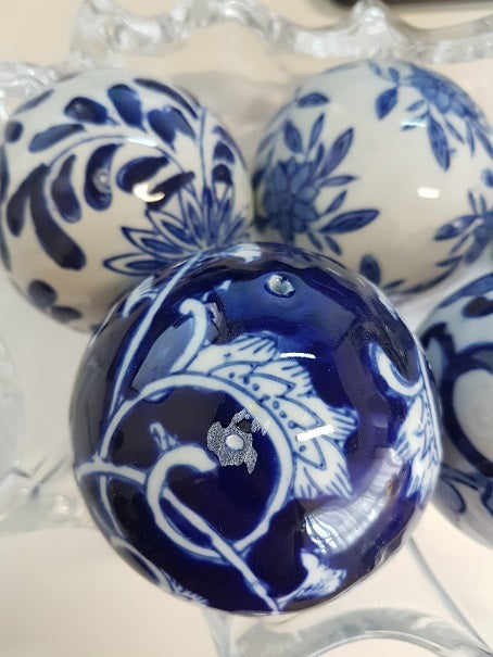 Blue & White 6 Decorator Balls - Notbrand