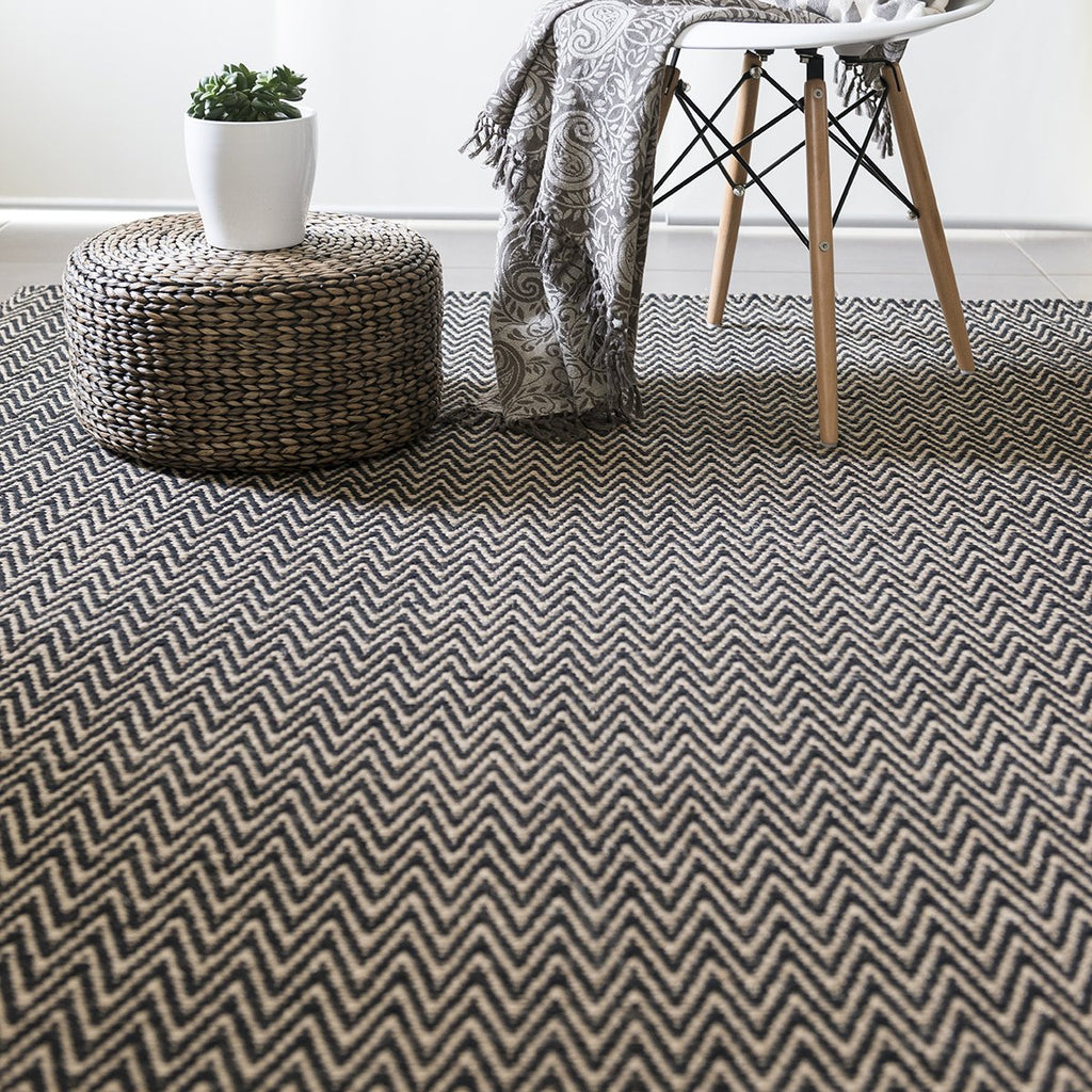 Black Chevron Cotton & Jute Flatweave Rug