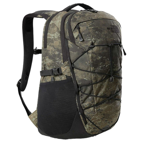 The North Face Borealis Backpack Military Olive Cloud Camo Wash Print/TNF Black. Foto de 3/4 de frente.
