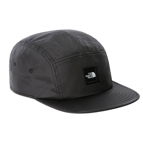 The North Face Street 5 Panel Cap em TNF Black. Foto de frente a 3/4.