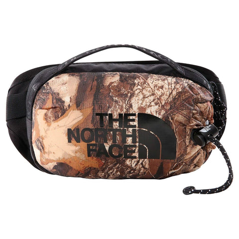 The North Face Bozer Hip Pack III - S em camuflado com preto. Foto de frente.