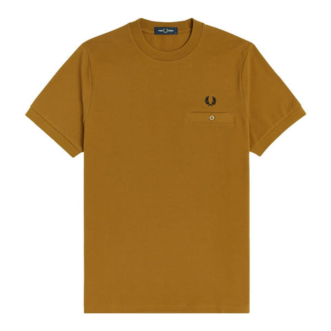 Fred Perry Pocket Detail Piquet Shirt em Dark Caramel. Foto de frente.