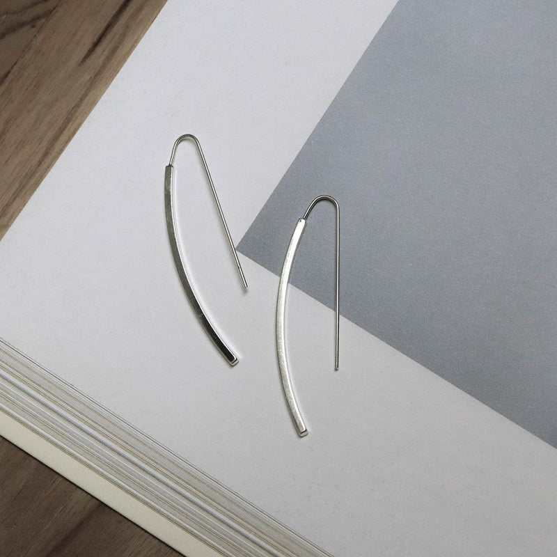 Minimalist Curved Rod Earrings