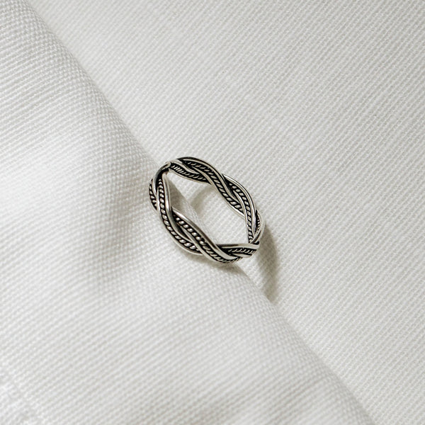 925 |Handcrafted| Infinity Twist Ring<br> <font>Size 12•14•16</font>