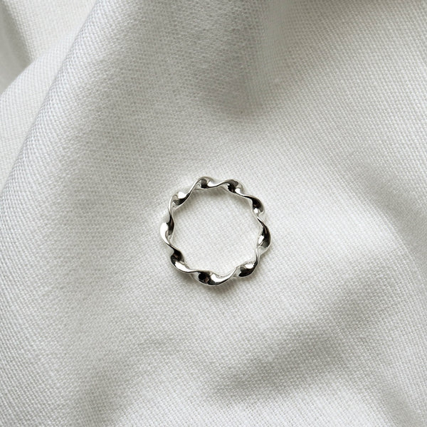 925 Charmingly Twisting Ring <br><font>Size 11•13•14•15</font>