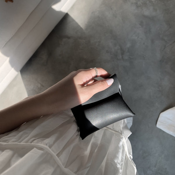 Donna Minimalist Leather Pouch