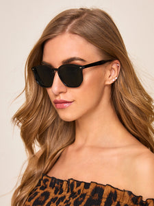 RIVET DECOR FLAT LENS SUNGLASSES