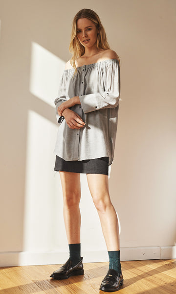 Betty off-shoulder buttoned blouse light grey