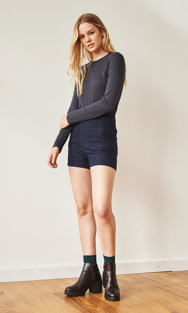 Clean-cut wool shorts navy