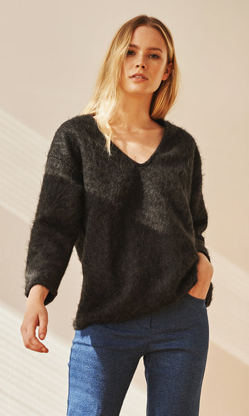 Hygge V-neck knit black