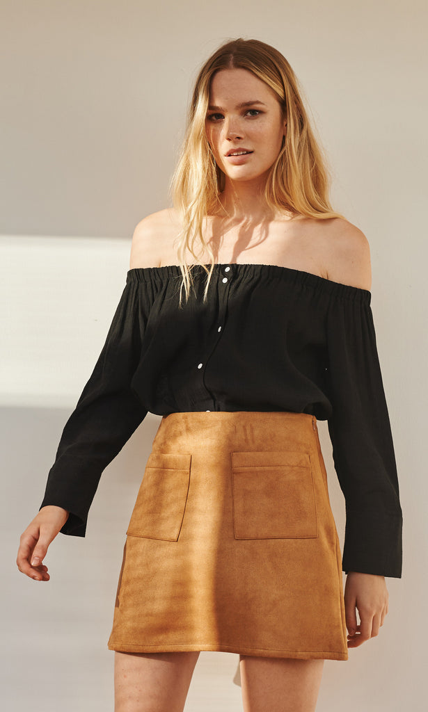 Betty off-shoulder buttoned blouse black
