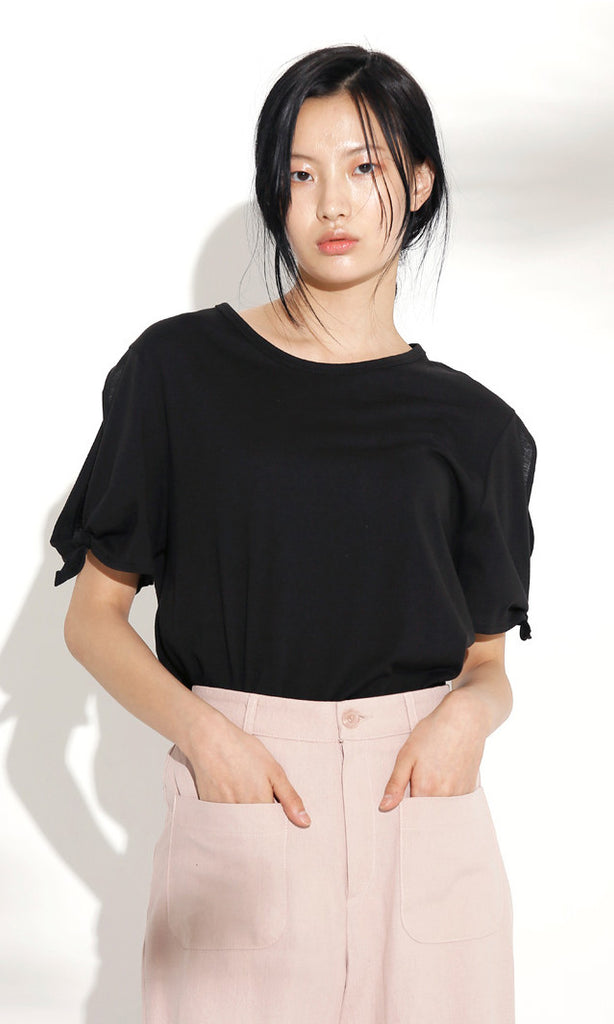 Tie-sleeve black t-shirt
