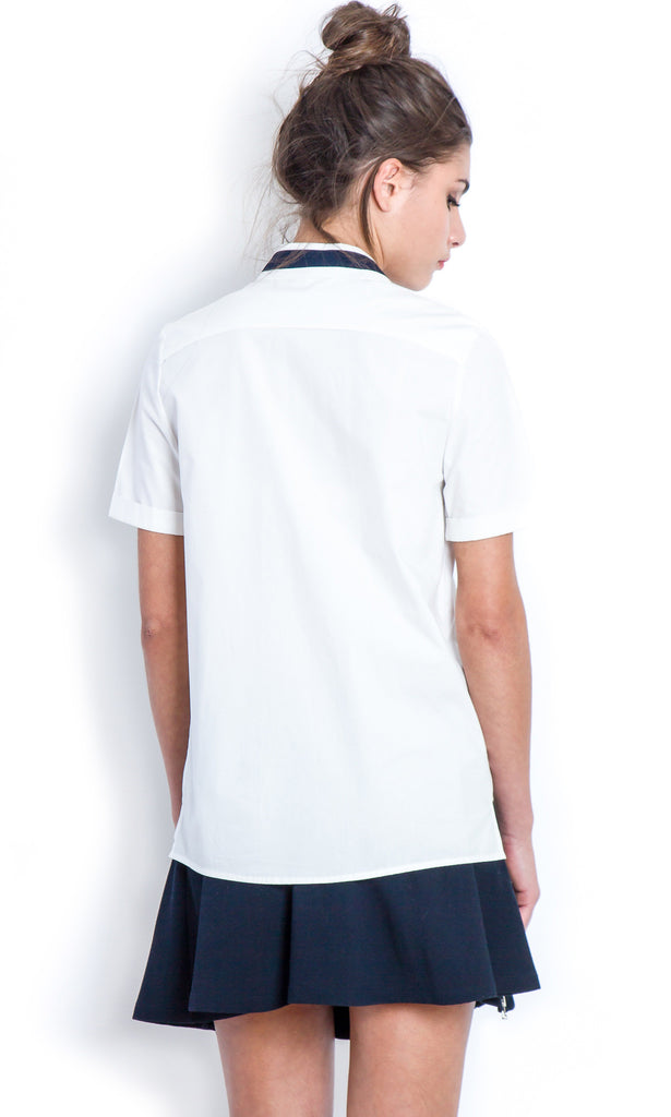 Clean white shirt with graphic collar