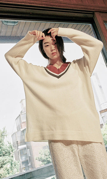 Oversized v-neck knit ivory