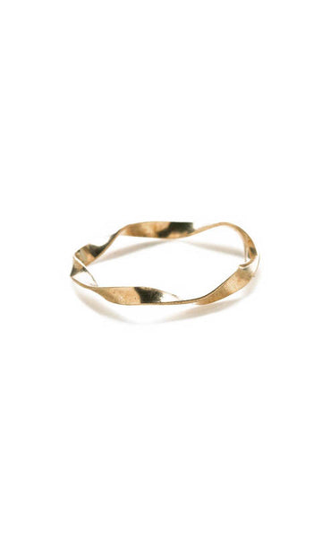Single twisted flat band ring gold