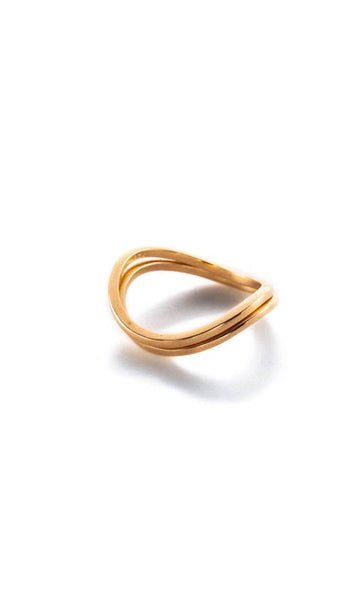 Wavy thin band ring gold