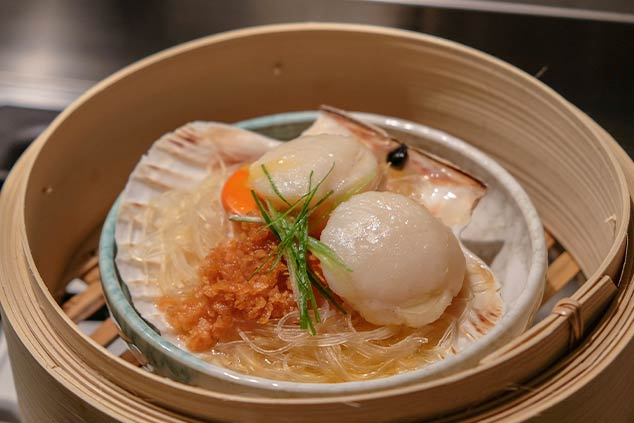 Steamed Scallops with Glass Noodles and Fried Garlic