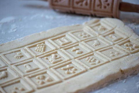 Make speculaas biscuits and using the taditional German moulds
