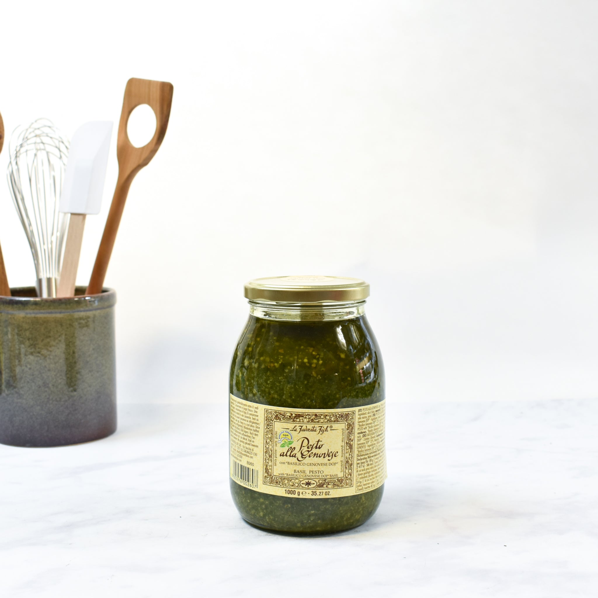 La Favorita Pesto With Genovese Basil DOP 1kg lifestyle photograph