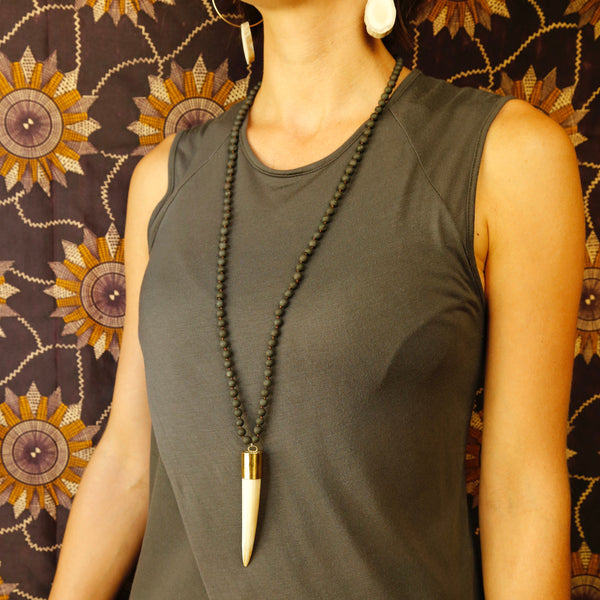 Black Mala with Horn