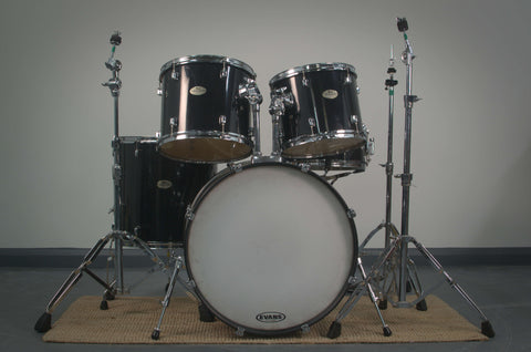 Pearl Forum Series 5-pc Drum Kit in Black with Hardware