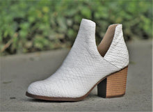 Load image into Gallery viewer, White snake print bootie