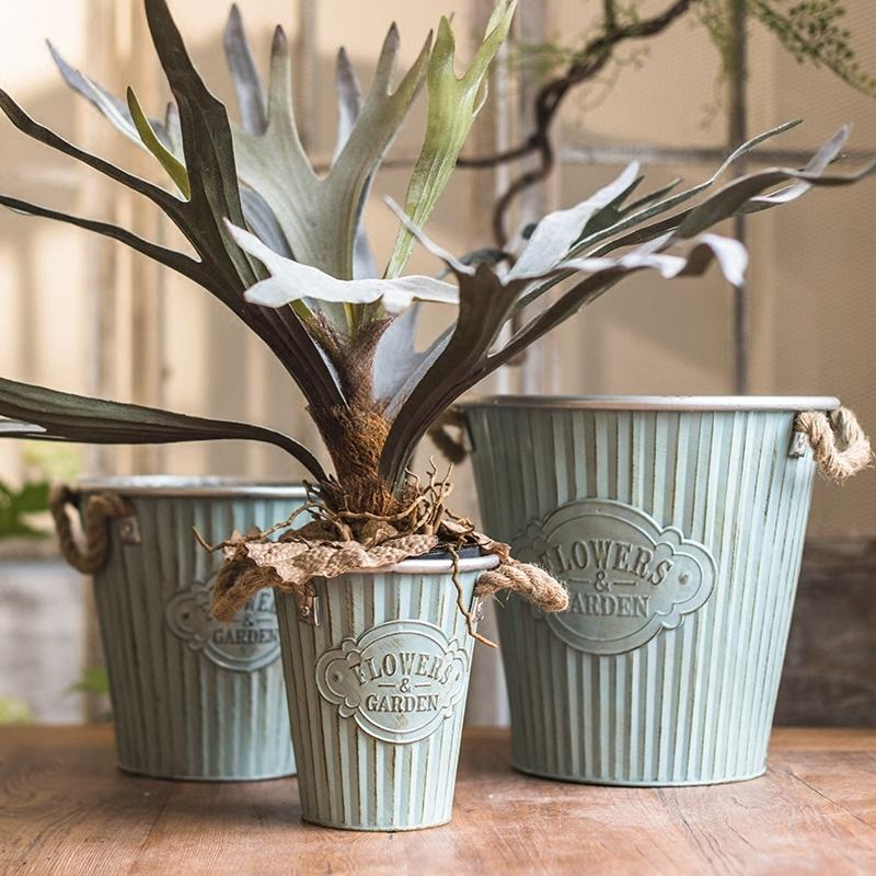 Metal Pot 'Flowers and Garden' Pot with Rope Handles (Set of 3) RusticReach