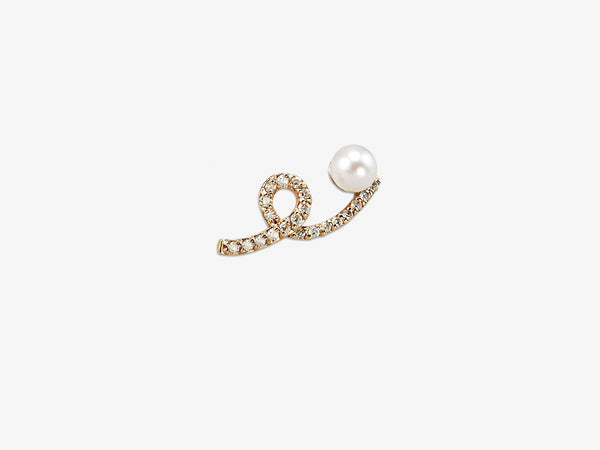 Wavy Single Stud with Diamond Pavé and Pearl Detail