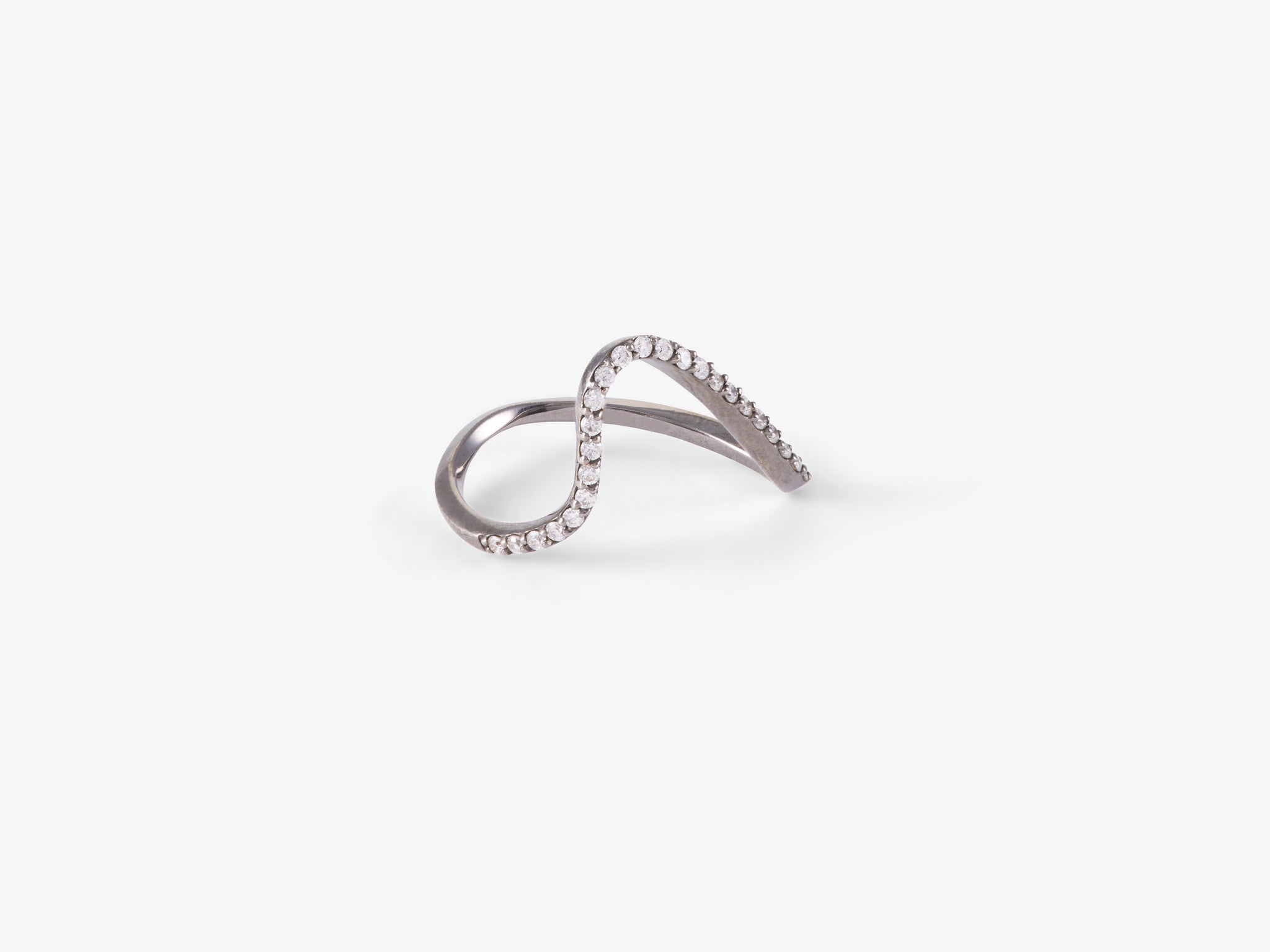 Single Curved Band Ring with Diamond Pavé