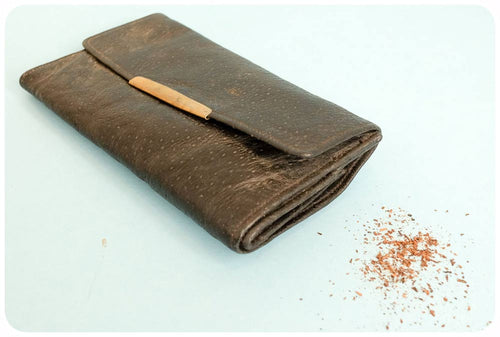 Tobacco pouch : The roots of this smoking accessory