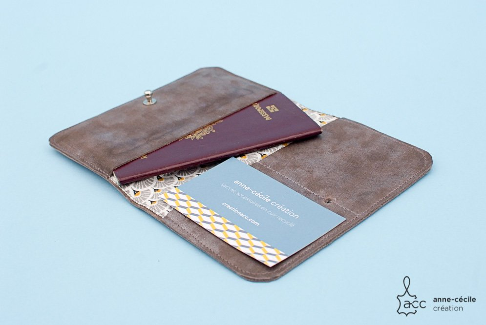 Men's taupe grey leather wallet