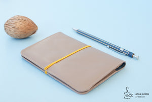 Beige leather passport case - ProductImage-11761415258212