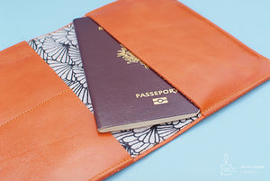 Portefeuille passeport cuir orange