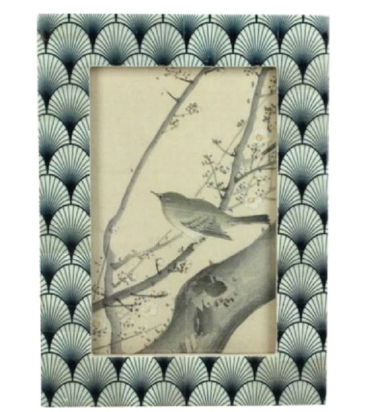Freestanding Shell Pattern Photo Frame