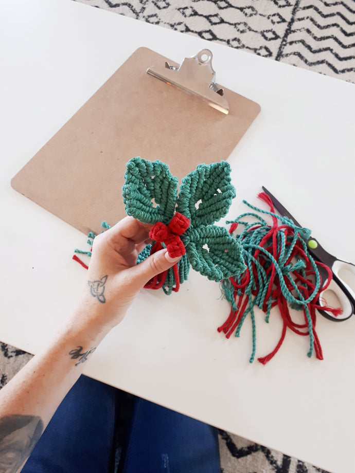 Macrame Holly and Berries Rope Pack