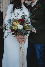 Load image into Gallery viewer, Macrame Bouquet Wrap