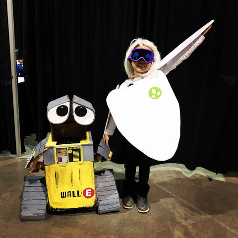 Cosplayers: Wall-E and Eve