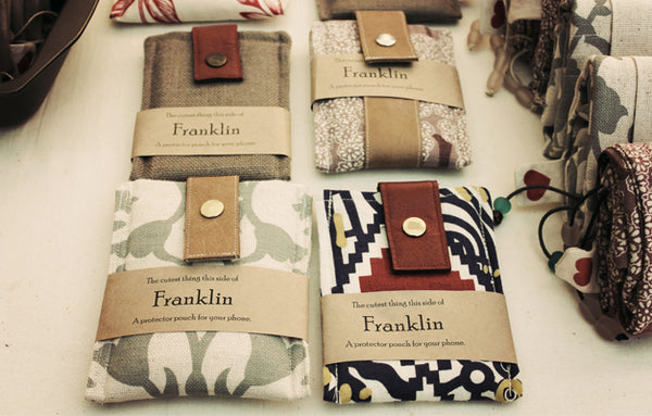 Franklin - a protector pouch for your mobile phone. Made from linen, pure wool padding and recycled leather
