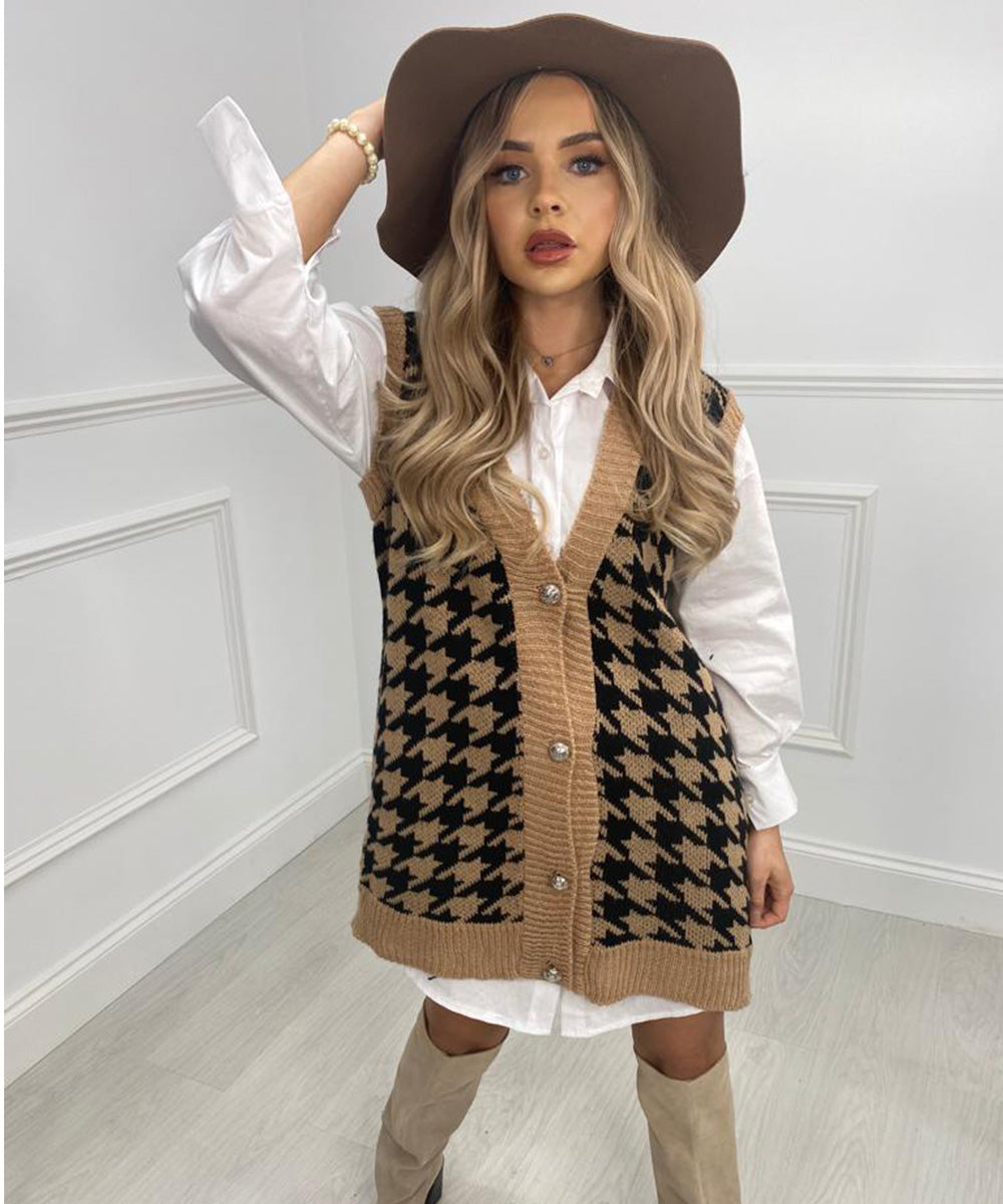 Dogtooth Button Vest In Tan