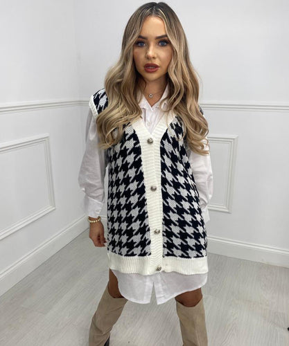 Dogtooth Button Vest In White