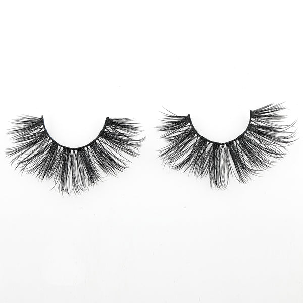 Chic by Thrifty Lashes | Feathery Silk Lashes | cruelty free false eyelashes
