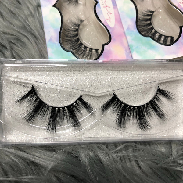 White Widow | 25mm faux mink by Thrifty Lashes | Top quality affordable