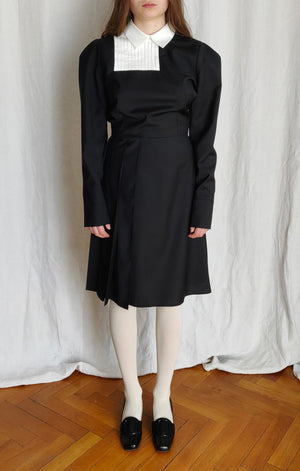 Pleated dress with asymmetric plastron