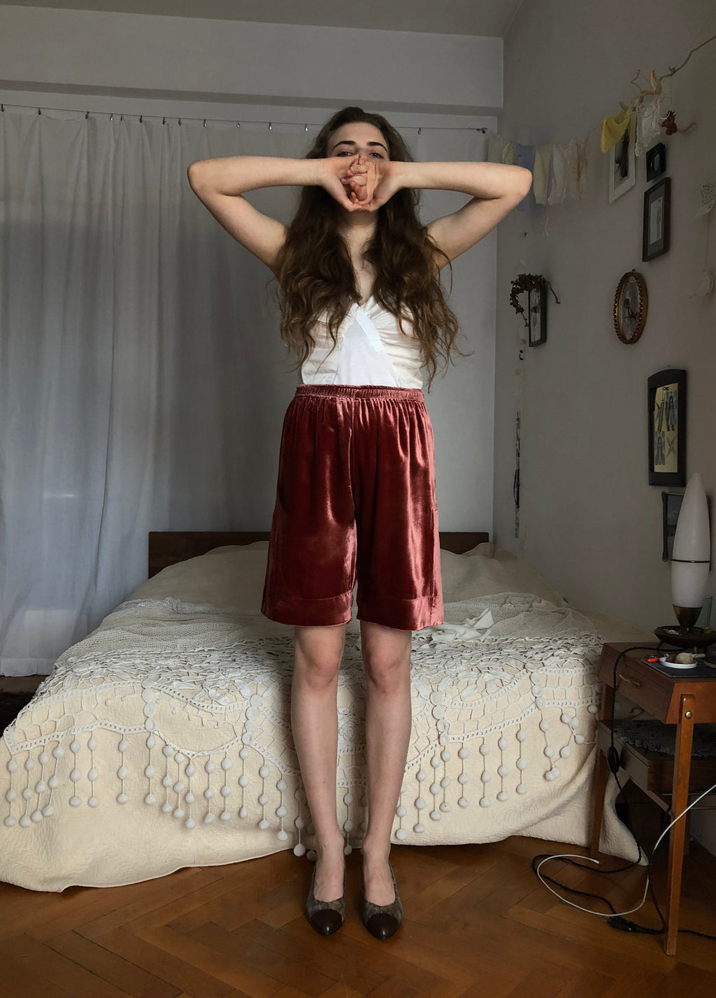 Side-cuts velvet shorts