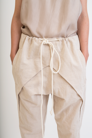 Beige V-carving trousers
