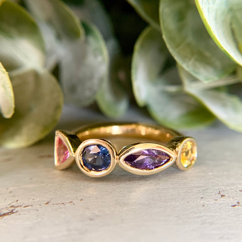 Colorful Natural Sapphire Band 18k