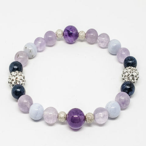 Healing crystals jewelry that attracts love