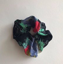Load image into Gallery viewer, Eleni Scrunchie