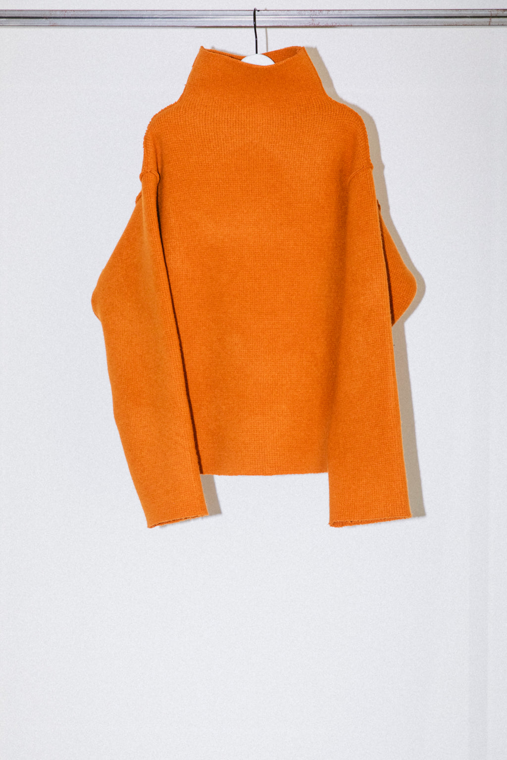 #266 COMPRESSED VOLUME SWEATER